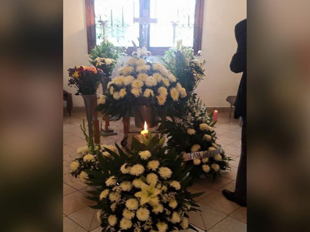 ht_dogs_funeral_04_jc_150330_4x3_992.jpg