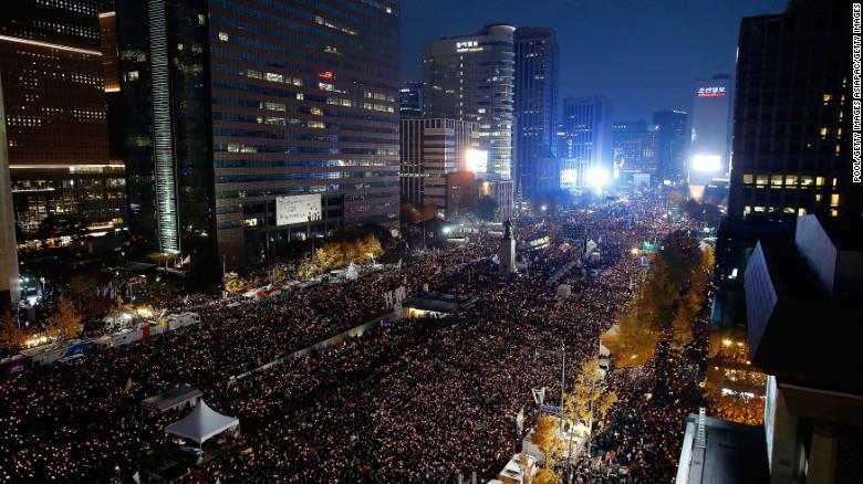 161113081042-seoul-protest-nov-12-tease-exlarge-169.jpg