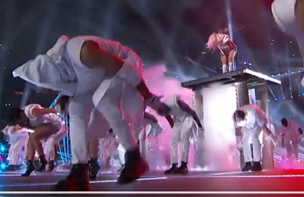 Superbowl-2017-Lady-Gaga-KKK-Klansman-dancer