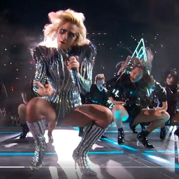 Superbowl-Lady-Gaga-seduction-demon-dance