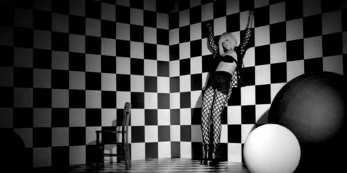 Rihanna-Checkerboard-floor